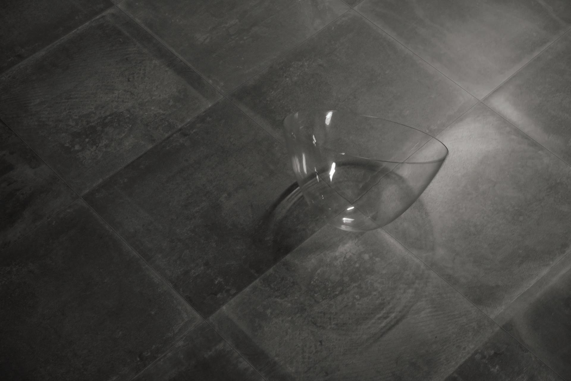 Dust Black 60x60 Lapp_Pav con oggetto